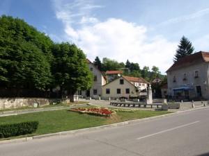 Današnji trg A. Mihanovića na mjestu nekadašnjeg sajmišta