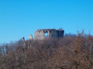 Cesargrad, ostaxci glavne obrambene kule
