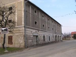 Novi Dvori - gospodarska zgrada