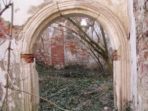 Novi Dvori - ulaz u dvorsku kapelu