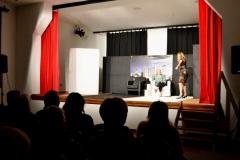 Kazališna predstava U Zajedničkom stanu