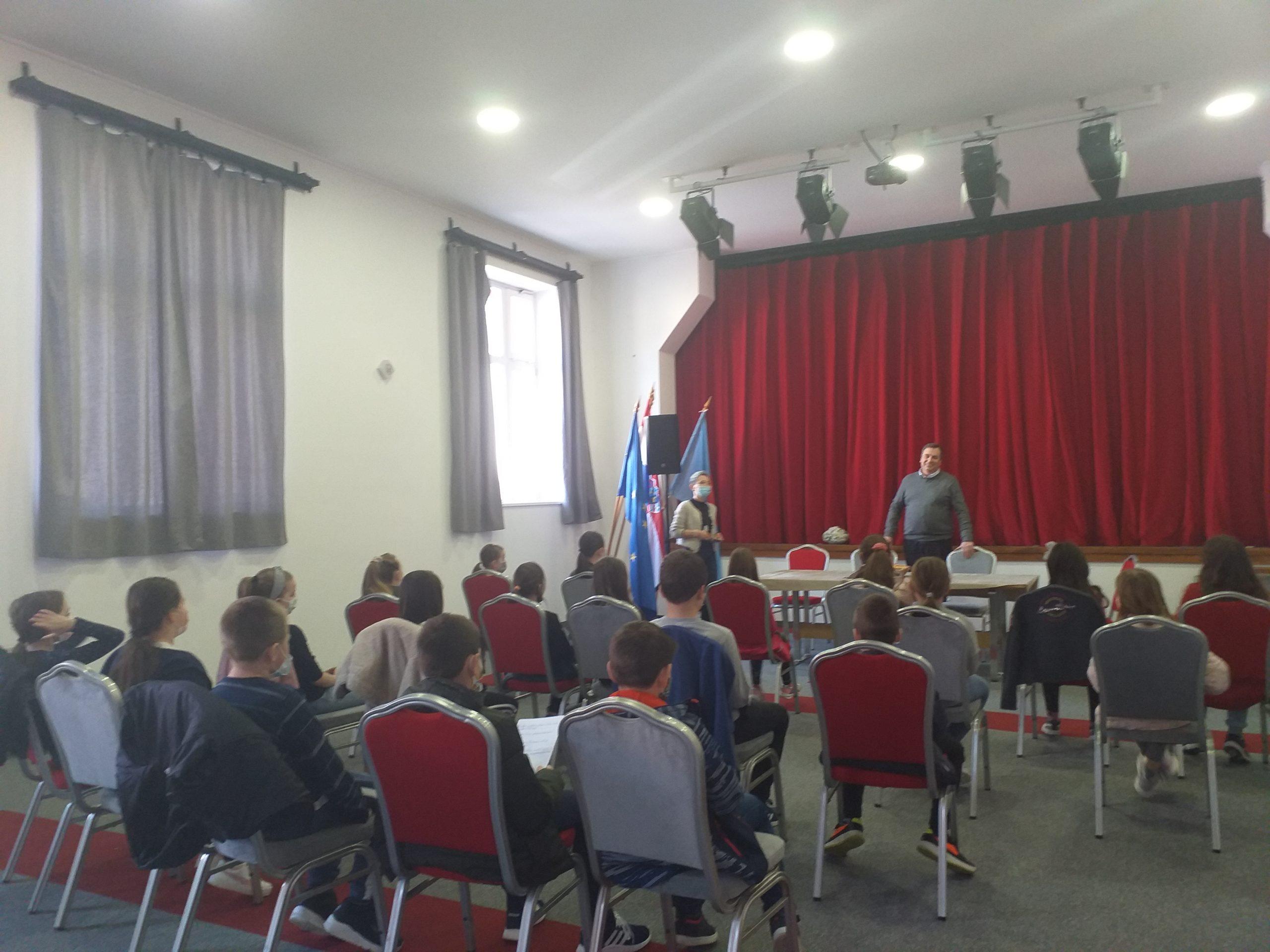 Susret učenika trećeg razreda s gradonačelnikom