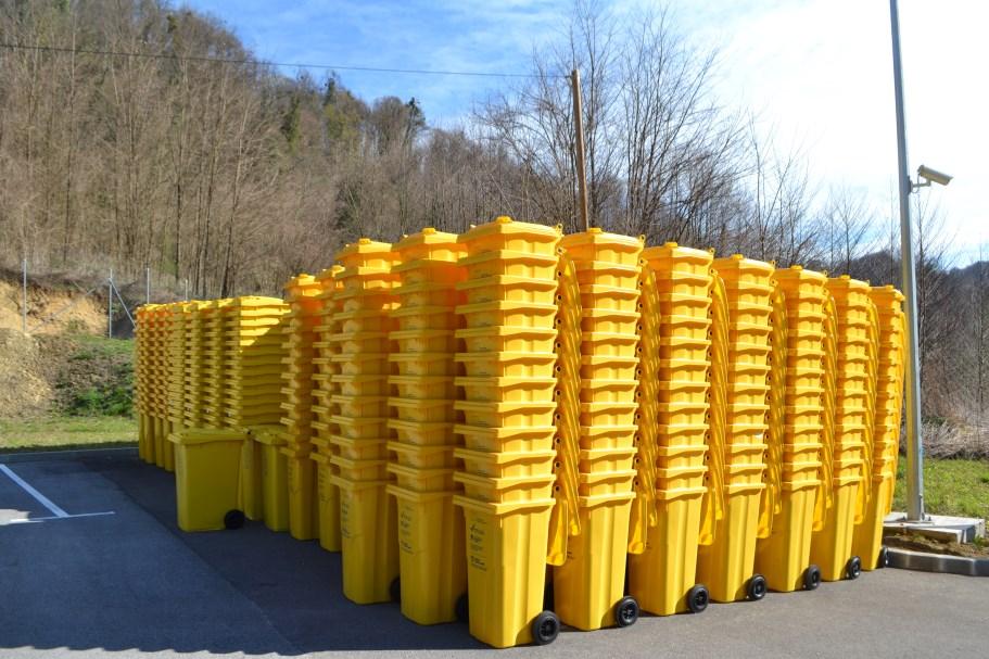 Stigle žute kante za plastiku, a plave se očekuju idućih dana